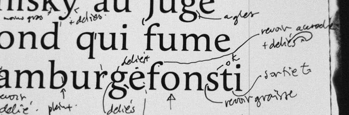 Porchez's notes on a typeface sample.